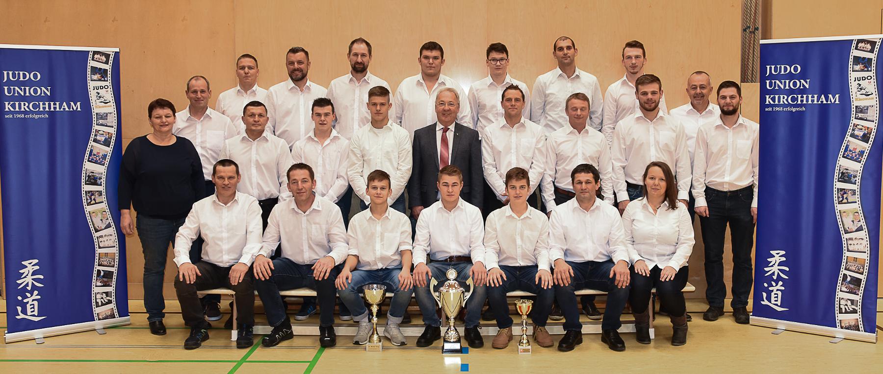 Meisterfeier mit unseren erfolgreichen Mannschaften