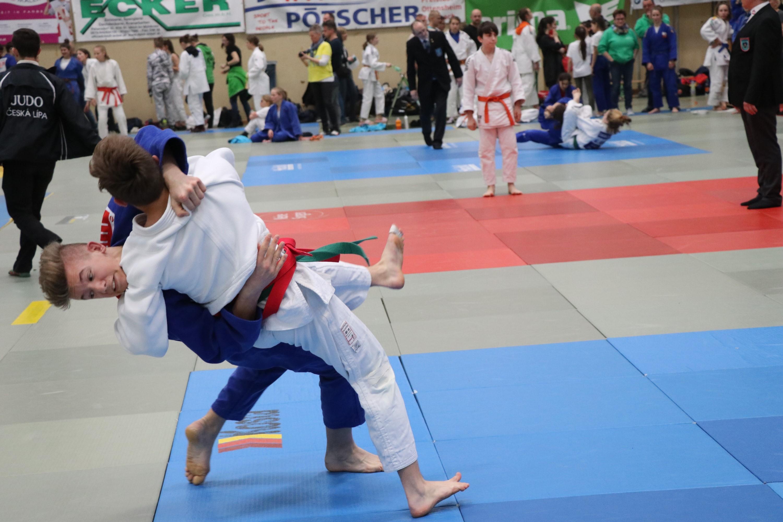 Ausgezeichnete Leistung unserer Nachwuchskämpfer am 2. Tag beim Int. Judoturnier Erima Trophy in Rohrbach.